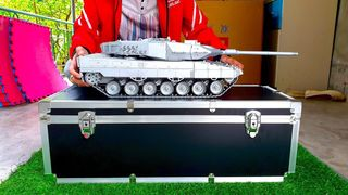 UNBOXING NEW RC TANK LEOPARD 2 A6...